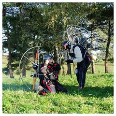 Breifing before flight (iveka19) Tags: automne helmet flight wing ciel vol corrze aile paramotor hlice paramoteur lechambon