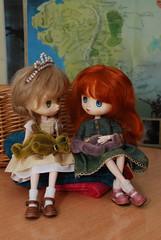 Honeysuckle and Wren (Little little mouse) Tags: jerryberry basicberry obitsubody estebebe honeysuckle doll berrybasic2011 wren berrybasic2013 socksknittedmyme malabrigosockyarn sisters