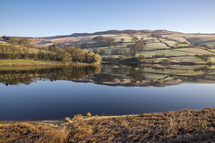 Ladybower stillness (Keartona) Tags: ladybower reservoir reflections symmetry beautiful peakdistrict derbyshire winter morning still calm water hills derwent valley clear sky sunny landscape