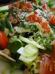 Salad with lemon dressing