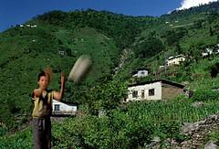 Nepal Kodari (BoazImages) Tags: nepal himalaya boy soccer football play itsongselection1 perfectingladolcevita itsong–nikonf601