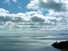 Baily Lighthouse / Phare de Bailey (vemma) Tags: ireland sea sky howth lighthouse water clouds fcsea
