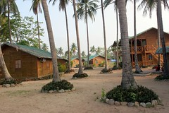 the poolside houses (OURAWESOMEPLANET: PHILS #1 FOOD AND TRAVEL BLOG) Tags: laiya cocogrove catman
