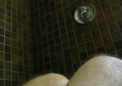 Genoux (O Caritas) Tags: 2005 portrait people selfportrait canada me self shower hotel bath montral quebec montreal ofme tiles qubec bathtub walls february knees bodyparts pointshoot ocaritas nikoncoolpix3200 myfirstdigitalcamera