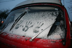 A pat for warmth (Living Juicy) Tags: snow handprints whidbey vwbus oakharbor firstsnow2005 livingjuicy lj2005