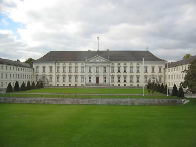 S for Schloss Bellevue