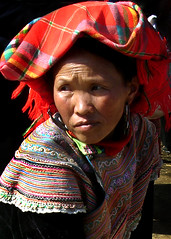 Portraits of the Hill Tribes: Flower Hmoung (mboogiedown) Tags: travel woman topf25 bravo asia market vietnam tradition ethnic sundaymarket  hmong indigenous hilltribes    bacha flowerhmong   ethnicminorities  interestingness282 11406 interestingness314 i500  1on1halloffame bachamarket  greatjustwhatthistownneedsmoretourists