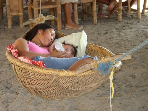 Philippinen  菲律宾  菲律賓  필리핀(공화국) Pinoy Filipino Pilipino Buhay  people pictures photos life Philippines, child, woman, mother, rural,  feeding milk baby bottle hammock duyan