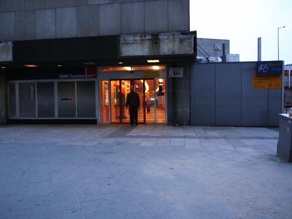 Rotterdam CS side entrance