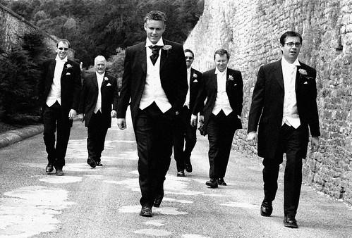 Trajes negros en una boda