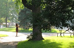 Summer time in Montreal (Humanoide) Tags: park woman canada tree girl montral quebec montreal femme qubec fille arbre parc placeducanada kakadoo