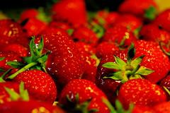 strawberries // Erdbeeren (schreiblockade) Tags: food macro kitchen fruits closeup essen strawberries nahaufnahme erdbeeren kuche fruchte