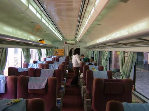 觀光列車只有三個位子一排