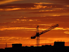 Works in the Center of the Earth (dujarandille) Tags: sunset landscape crane paisaje works mstoles mostoles gra abigfave pejza dujarandille