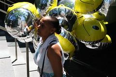 Balloon Woman (anselmogz) Tags: woman usa ny newyork reflection yellow stairs balloons mujer happiness escalera amarillo eua reflejo felicidad globos happyface saleswoman nuevayork vendedora carafeliz