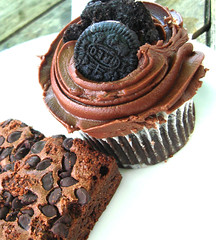 HEAVEN (FUNKYAH) Tags: food cake chocolate cupcake starbucks micro brownie oreo