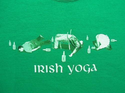 T-shirt Irish Yoga by wiart.