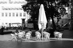 Kultorvet (Håkan Dahlström) Tags: shadow architecture copenhagen square denmark photography cafe empty dk cropped danmark dinamarca københavn danemark copenhague danimarca 2015 köpenhamn kultorvet f36 xe2 ¹⁄₁₄₀₀sek xf1855mmf284rlmois kongensnytorvstmetro 3319082015094246