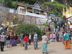 "Pindaya: la grotte aux 8000 bouddhas <a style=""margin-left:10px; font-size:0.8em;"" href=""http://www.flickr.com/photos/127723101@N04/23444559956/"" target=""_blank"">@flickr</a>"