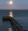 DSE_7373 (alfiow) Tags: fullmoon moonset pier totland