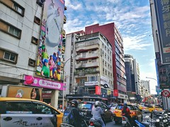 Walk in Taipei (Alfred Life) Tags: 徠卡 華為 华为 summarit asph leica leicaduallenses summarith12227asph plus p9 huawei huaweip9plus summarith12227 徕卡 p9p