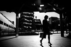 silhouette (yoshi_2012) Tags: streetphotography スナップ 富士フイルム fujifilm fujixseries backalley backstreet 路地裏 裏路地 京急蒲田 東京 シルエット monochrome