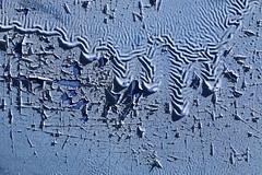 Freak Waves Of Paint (gripspix (OFF)) Tags: blue detail texture truck vintage paint alt fraktal lorry fractal cracks blau peelingpaint farbe decayed lastwagen risse textur henschel abbltterndefarbe vergammelt 20150909