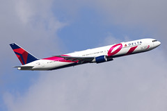 N845MH_Boeing767-400_DeltaBCRFSpecial_EGLL (Tony Osborne - Rotorfocus) Tags: london airport heathrow delta special boeing airlines scheme lhr 767 2015 767400 breastcancerresearchfoundation bcrf