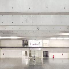 Parque Tecnolgico Ibero Len (Shava H.Cueva) Tags: red people mxico architecture buildings arquitectura geometry symmetry minimal frame universidad len iphone ibero iphone6