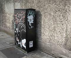 COFFEE CUP CATS [TRAFFIC BOX TSB9M STREET ART 79 CHANCERY STREET]-110159