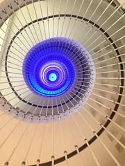 Espiral hacia el cielo (larrait66) Tags: azul escalera cruces fractales espiral caracol remolino hlice hospitaldecruces