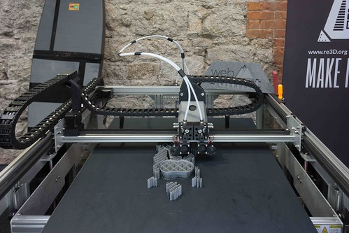 GIGABOT 3D PRINTER AT THE WEB SUMMIT IN DUBLIN 2015 [Re:3D]-109810