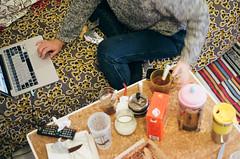 (manon.couet) Tags: home table minolta time tea intérieur argentique 400iso basse thé x700 tasses gouter canap