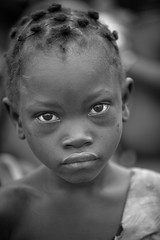 Burkina faso: enfant de l'ethnie Sénoufo. (claude gourlay) Tags: burkinafaso burkina afrique africa afriquedelouest claudegourlay portrait retrato ritratti face people enfant child noiretblanc blackandwhite nb bw