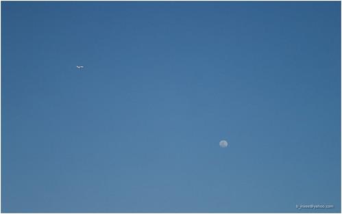 moon&plane