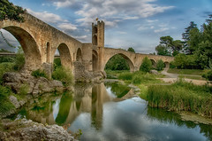 Besalú (christian&alicia) Tags: catalunya catalonia catalogne besalú girona garrotxa land landscape village hdr nikon sigma 18200 christianalicia bridge pont medieval