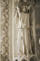 Bordeaux, cathedral, Portail Royal (c. 1250), angel holding a crown. (markusschlicht) Tags: bordeaux burdeos cathédrale kathedrale cathedral saintandré gothique gothic gotico gotisch gotik statue skulptur sculpture medieval mittelalter escultura ange angel engel voussure voussoir archivolt archivolte crown krone couronne