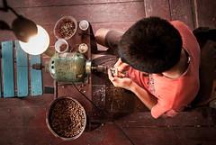 Amazon Child Labor [2] (Gustavo Basso) Tags: amazon artesanato amazonas artscraft childlabor amazonia trabalhoinfantil