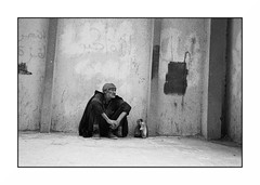 Allah ou Akbar (intasko) Tags: street city urban bw monochrome photography algeria noir mju kodak islam olympus compo vision ii tradition algerie blida blanc medea ville argentique pauvre alger indigence algerien