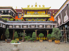 "Jokhang Temple <a style=""margin-left:10px; font-size:0.8em;"" href=""http://www.flickr.com/photos/127723101@N04/21667369214/"" target=""_blank"">@flickr</a>"