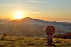 Arbasoen argia (Erre Taele) Tags: euskalherria basquecountry paisvasco ainhoa lapurdi iparralde basqueland cerrodelastrescruces paysbasuqe hirugurutzeak
