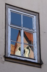 (:Linda:) Tags: roof reflection window germany town thuringia peelingpaint flagholder schleusingen