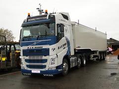 R & R Hands Road Transport Ltd Volvo FH Globetrotter Bulk Tipper (5asideHero) Tags: road volvo hands tipper transport r ltd fh bulk globetrotter nkx kv15