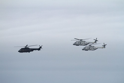 Cougar and two NH90 aboven Rotterdam