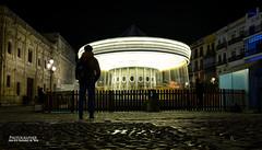 8699 (G de Tena) Tags: noria caballitos juego luces calle ayuntamiento carrusel noche andalucia anochecer españa europa española sevilla suelo silueta sombras caballos