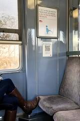 Petit pied incivil ? (Oeil de verre) Tags: petiteincivilité train femme pied siège pancarte