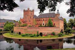 Kasteel Huize Bergh te s'Heerenberg (TeunisHaveman) Tags: kasteel slot sheerenberg nederland gelderland spiegeling gracht