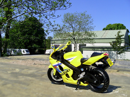Suzuki GSX 600R at the garage