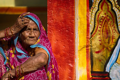 Hinduism (Feca Luca) Tags: street reportage portrait ritratto hindu woman donna colori colors india asia rajasthan people bundi nikon