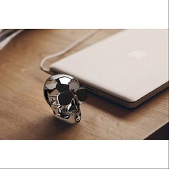 Difficile d'imaginer qu'un crne dor ou... (agence.whitedog) Tags: skull technology son enceinte audio designers whitedog jarre uploaded:by=flickstagram instagram:photo=10723615330330472162178818736